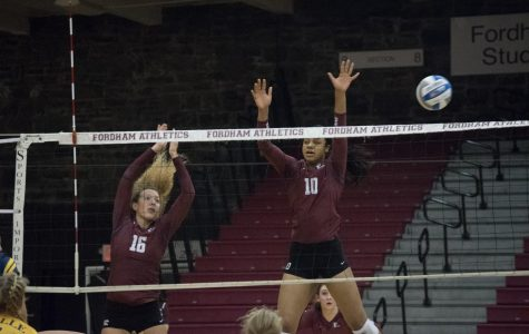 Volleyball Splits Weekend Games