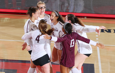 Volleyball Continues Red-Hot Play With Conference-Opening Win