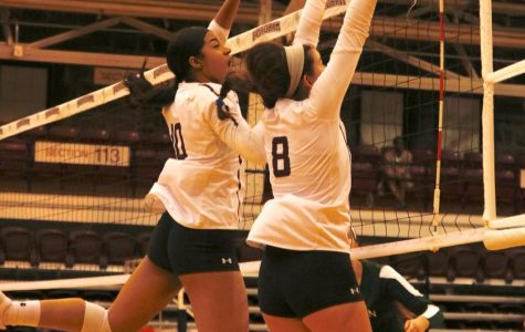 Elise Benjamin (10, L) and Joey Landeros (8, R) go up for a block (Julia Comerford/Fordham Ram).