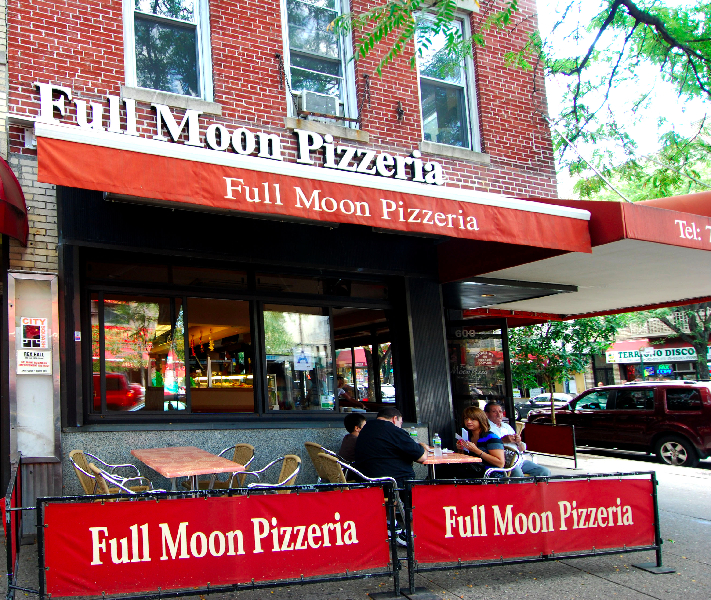 Full+Moon+Pizzeria+is+a+classic+neighborhood+joint+in+the+Fordham+neighborhood%2C+serving+consistently+good+Italian+food.+%28Ram+Archives%29