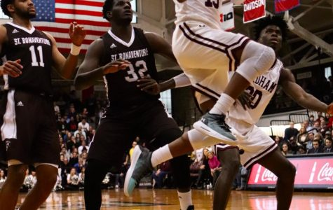 Men's Basketball Routed by Davidson University over the Weekend