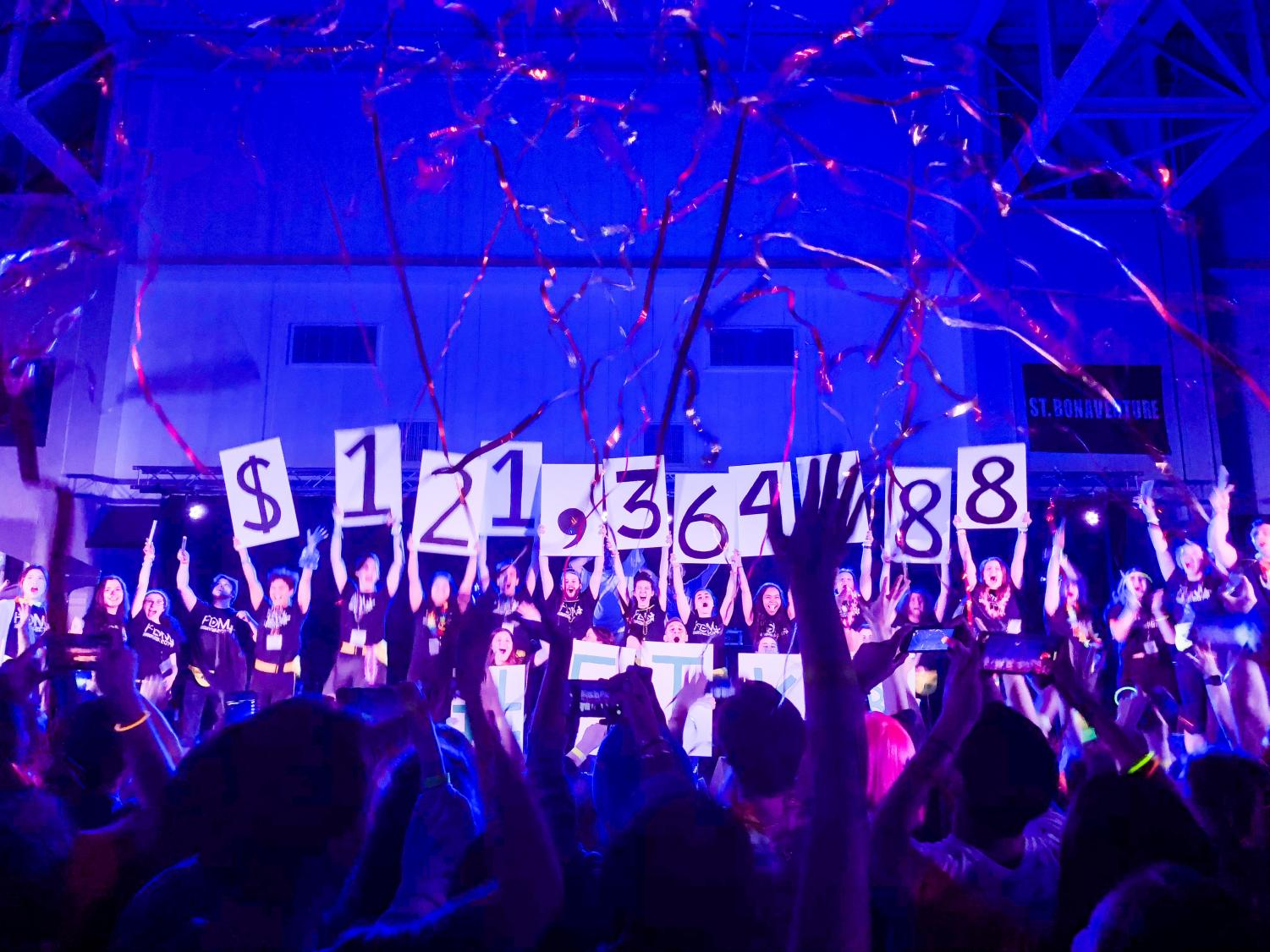 FDM committee members revealed the final fundraising total at the end of the dance marathon. (Helen Stevenson/ The Fordham Ram)