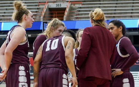 Women's Baaketball Loses to Syracuse