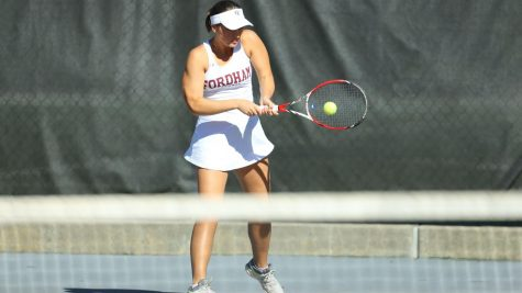 Women's Tennis Goes .500 On the Weekend
