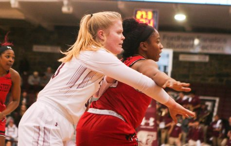 Women's Basketball Splits Bahamas Hoopfest