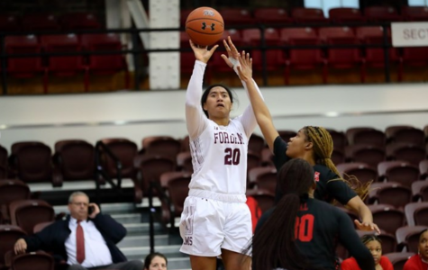 Women's Basketball Wins Holiday Classic