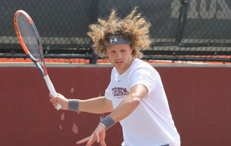 Men's Tennis Falls to Davidson, Brown