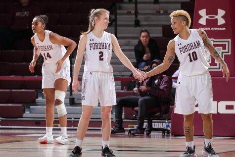 Women's Basketball Survives Late Test in Massachusetts