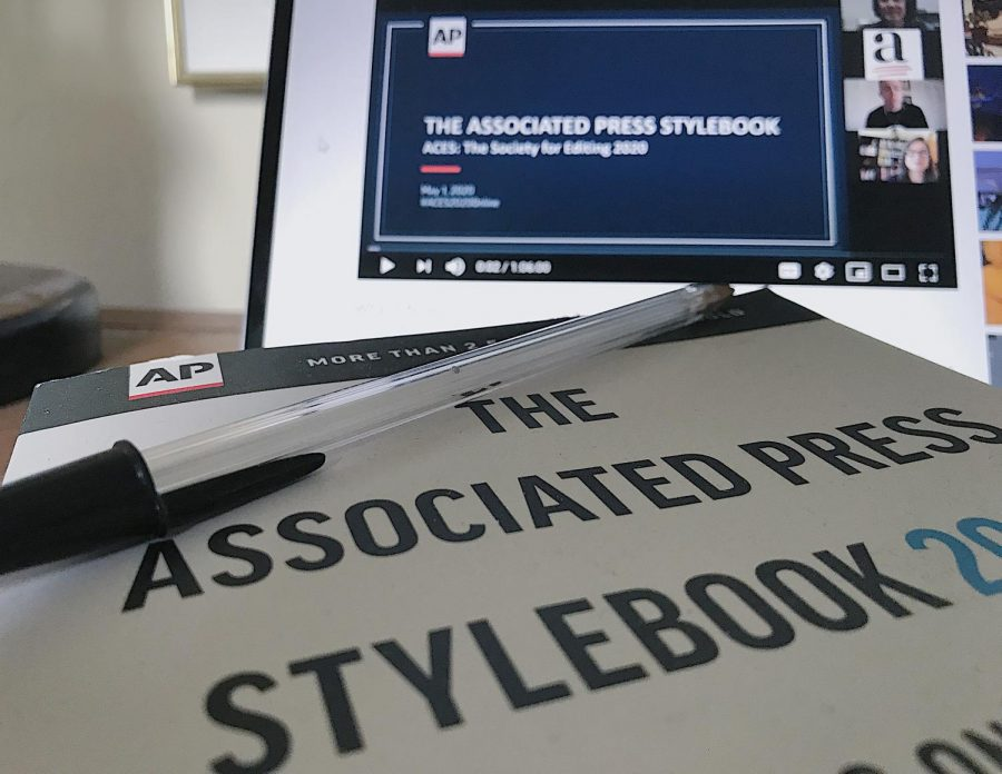 Pictured%3A+AP+Stylebook.+%28Maggie+Rothfus%2FThe+Fordham+Ram%29